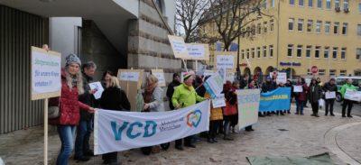 Pro-Steigerwaldbahn Demonstration vor dem Landratsamt Schweinfurt