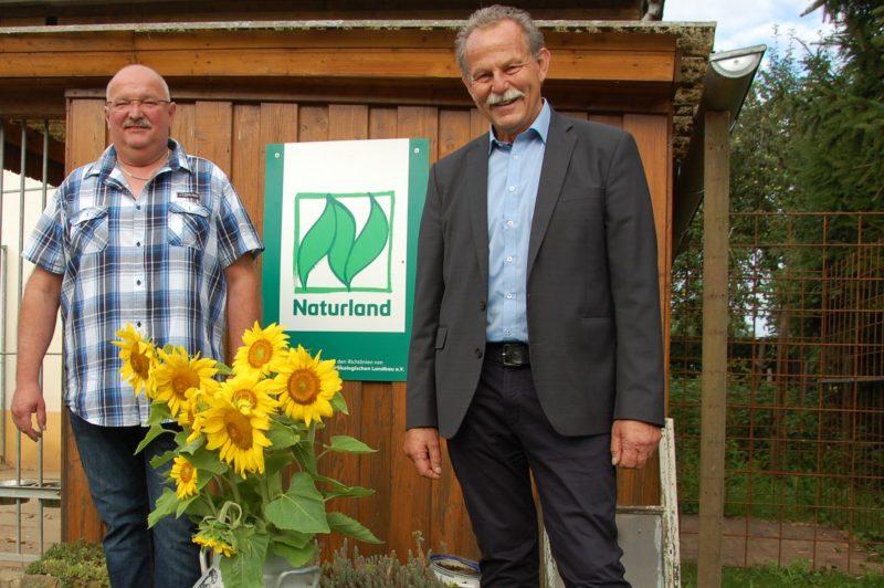 Die Ökolandwirte Stephan Döpfert und MdL Paul Knoblach aus Garstadt